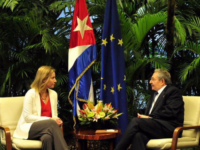 EU-Außenbeauftragte Federica Mogherini mit Kubas Präsident Raúl Castro