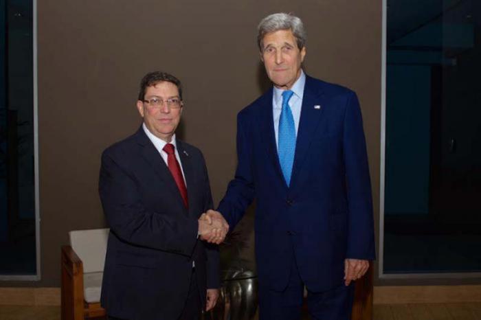 John Kerry und Bruno Rodríguez Parrilla
