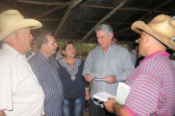 Díaz-Canel Bermúdez beim Besuch der Provinz Sancti Spiritus