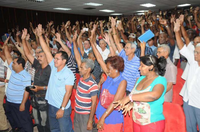 Fidel zum Delegierten für VII. Parteitag gewählt