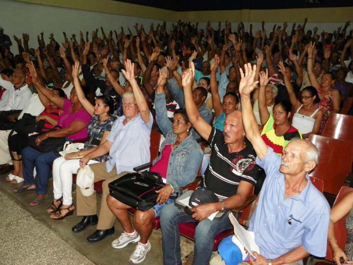 Raúl zum Delegierten für VII. Parteitag gewählt