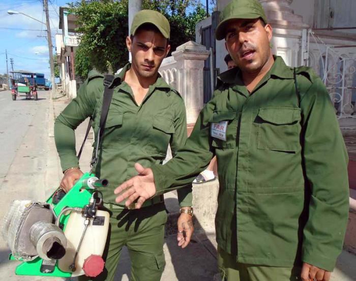 Soldaten im Kampf gegen Moskitos