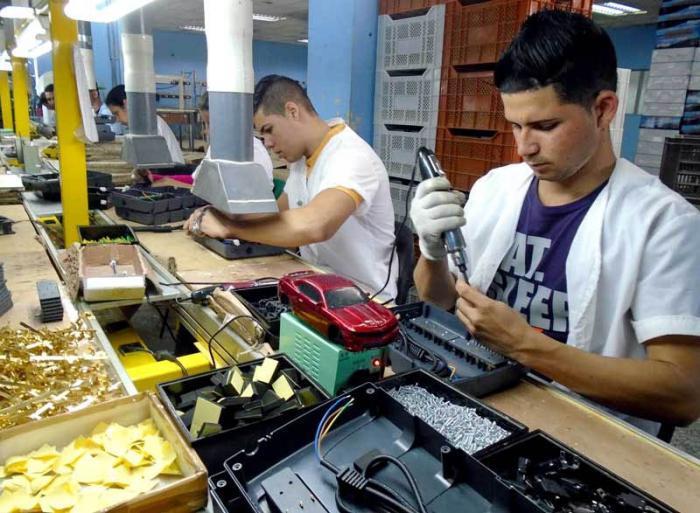 Mehr UPS für Computer aus Pinar del Rio