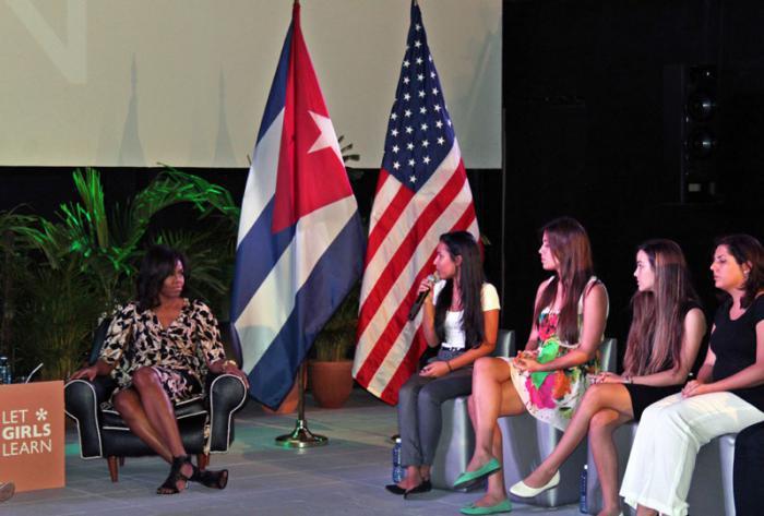 Michelle Obama lernt das kubanische Bildungssystem kennen