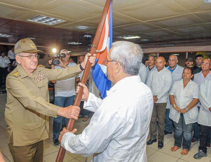 Brigade den Kontingents Henry Reeve auf dem Weg nach Ecuador