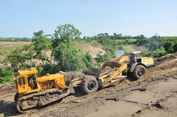 Begradigung des Flussbetts des Jatibonico del Sur