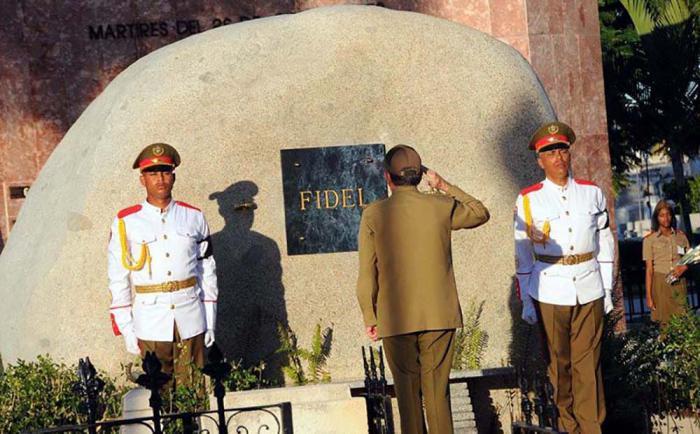 Fidel - Santa Ifigenia Friedhof in Santiago de Cuba