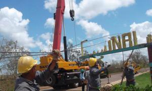 Kubanische Arbeiter der Elektrizitätsversorgung