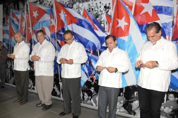 Parteibücher für die Cuban Five