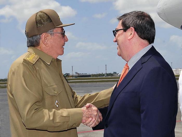 kubanische Delegation am VIII. Amerikagipfel