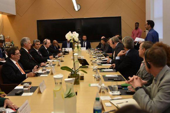 Kubanischer Präsident Díaz-Canel besucht den Google-Hauptsitz