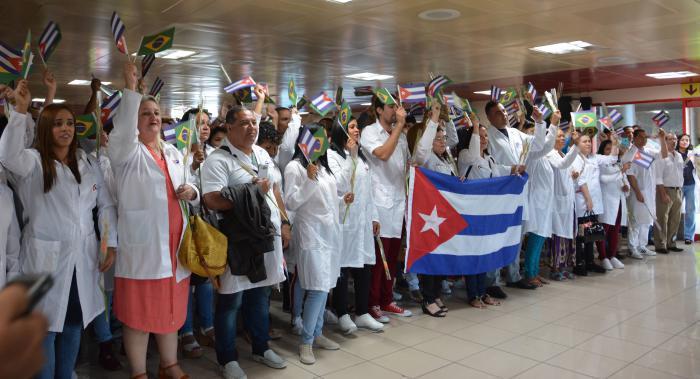 Kubanische Ärzte ehren Fidel