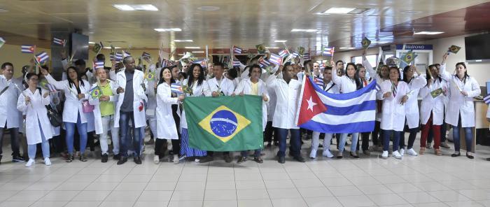 Empfang der kubanischen Mitarbeiter des Programms Mais Médicos