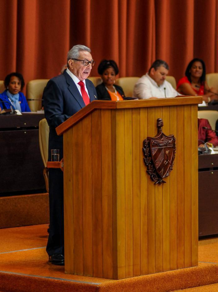 Armeegeneral Raúl Castro bei der Sitzung der Nationalversammlung