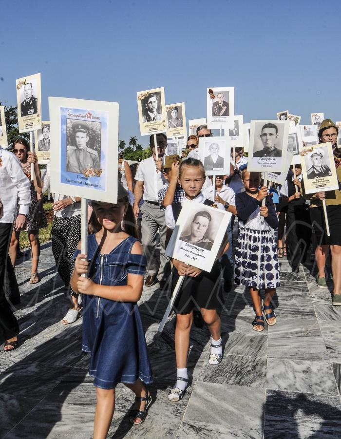 Kubanische und russische Kinder gedenken in Havanna der Gefallenen des Großen         Vaterländischen Krieges