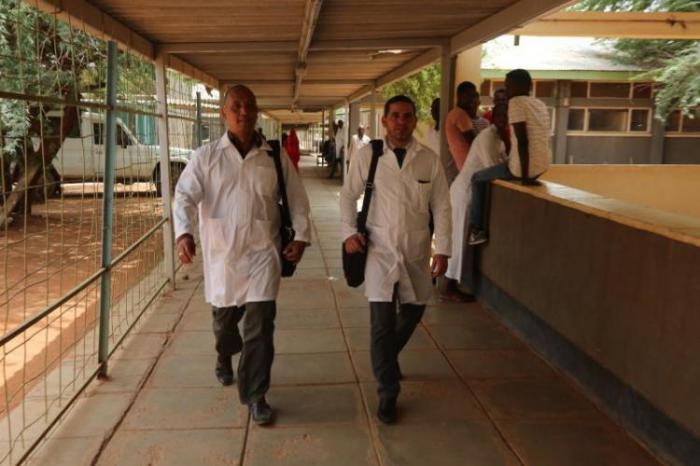 Kubanische Ärzte in Kenia
