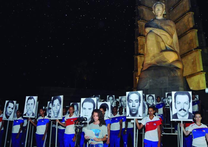 Mahnwache zu Ehren der Opfer des Terrorismus gegen Kuba