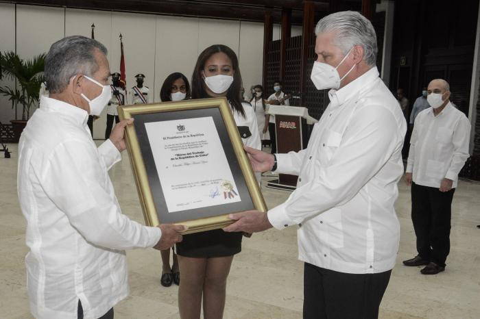 Mitglieder der kubanischen Bauernschaft erhalten Auszeichnungen