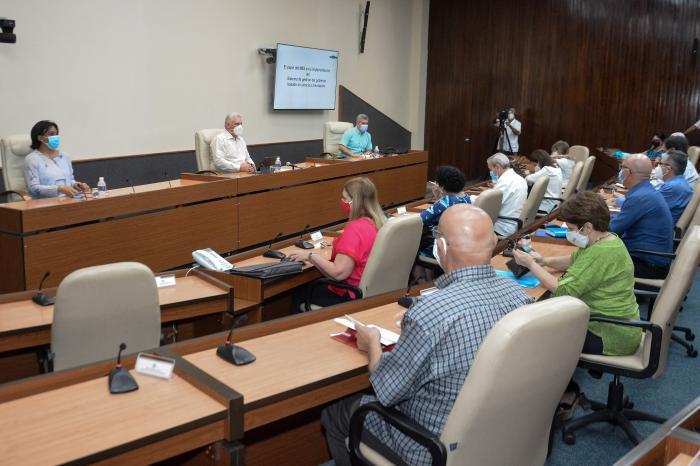 Treffen mit Direktoren, Wissenschaftlern und Experten im Hochschulbereich